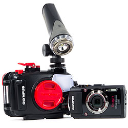 Olympus TG-4 Camera, Housing and Video Light Simple Package